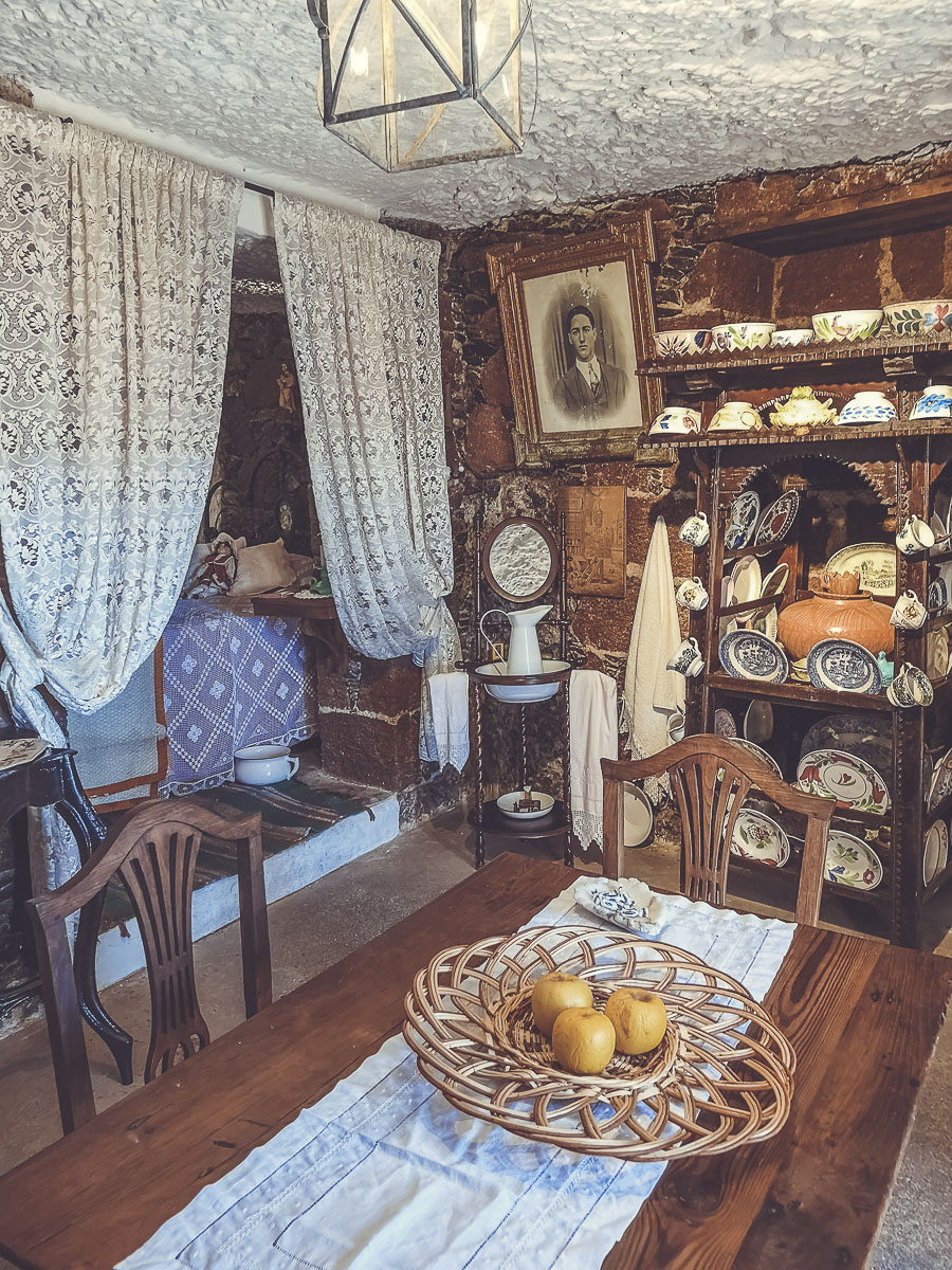 Visita a la Casa Cueva Museo Santiago Aranda
