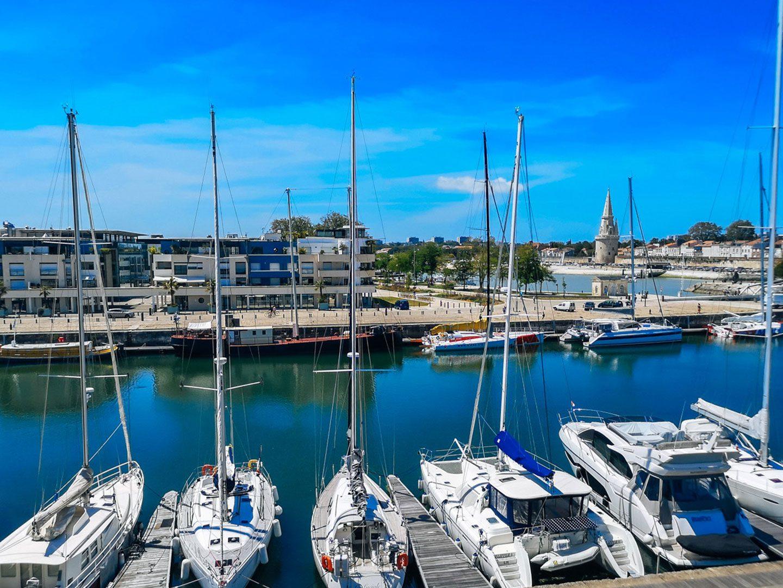 Puerto moderno de La Rochelle