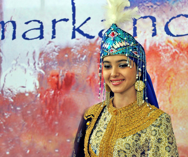 Traje tradicional Uzbeco