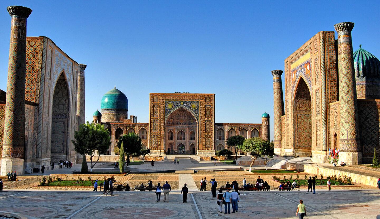 Registán, la plaza más famosa de Samarcanda rodeada de tres madrasas cubiertas de mayólica