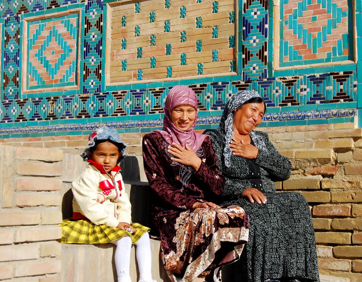 Tres generaciones de mujeres uzbekas